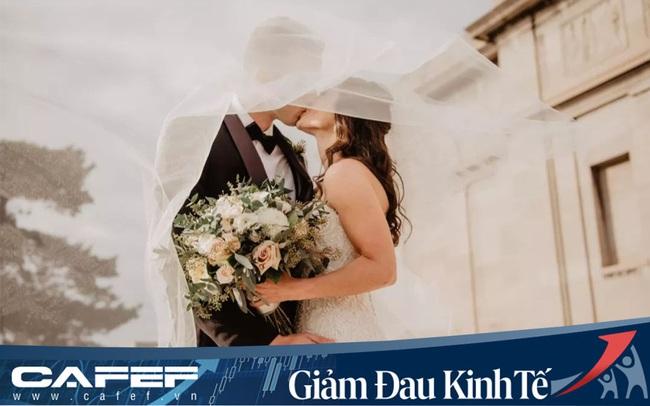 """Gian nan chuyện kết hôn mùa Covid-19: Phải tổ chức đám cưới """"không khách"""" qua Zoom, muốn dời lại cũng mất cả đống tiền"""