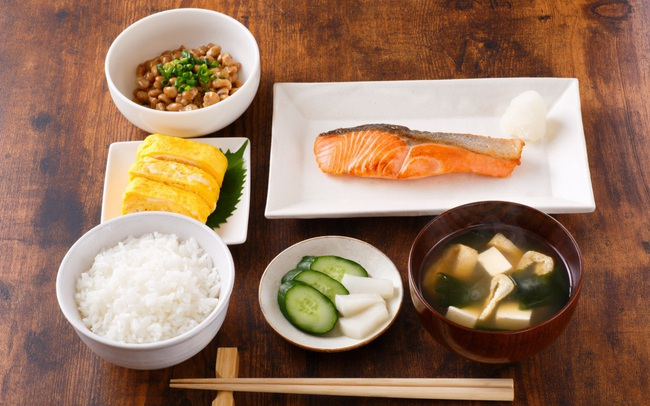 """Người Nhật chuẩn bị phần ăn """"1 món súp, 3 món phụ"""", đằng sau đó là ẩn ý đáng học hỏi: Vừa đủ để cân bằng, vừa đủ để khỏe mạnh"""