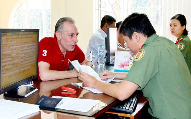 Tự động gia hạn tạm trú cho người nước ngoài ở Việt Nam