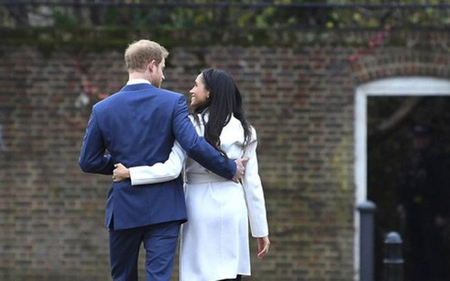 """Cuốn sách """"bom tấn"""" của vợ chồng Meghan Markle: Hé lộ sự thật về việc ai mới là người đưa ra quyết định nhà Sussex rời khỏi hoàng gia Anh"""