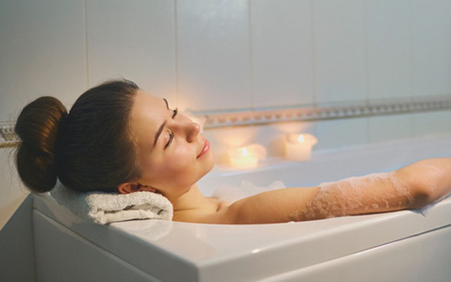 Trong mùa nắng nóng, đừng bao giờ mắc phải 7 sai lầm này khi tắm gội kẻo có thể đột tử bất cứ lúc nào