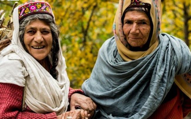 Bí quyết sống thọ của người dân vùng đất 900 năm không có ai mắc ung thư, tuổi thọ trung bình 120: Ngủ từ chập tối, uống nước mơ ngâm, đi bộ thể dục...