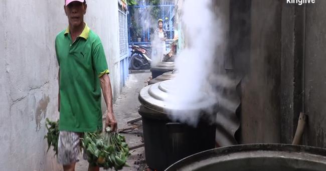 Ghé làng bánh ú tro, nghe chuyện làm bánh ngày Tết Đoan ngọ ở Sài Gòn