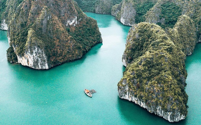 """Ai tới vịnh Lan Hạ rồi mới hiểu tại sao Leonardo DiCaprio phải tấm tắc khen ngợi: Vẻ đẹp hoang sơ của """"thiên đường bị bỏ quên"""" giữa Hải Phòng"""
