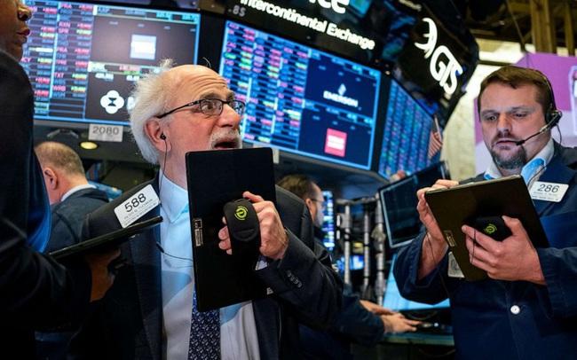 Fed giữ nguyên lãi suất đến năm 2022, S&P 500 và Dow Jones rớt điểm phiên thứ 2 liên tiếp, cổ phiếu công nghệ thay nhau lập đỉnh