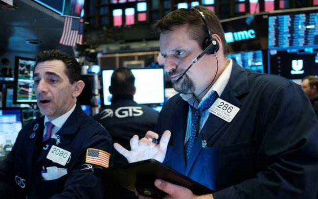 Phố Wall diễn biến trái chiều do lo ngại về làn sóng dịch bệnh thứ 2, Dow Jones và S&P 500 dứt đà tăng 4 phiên liên tiếp