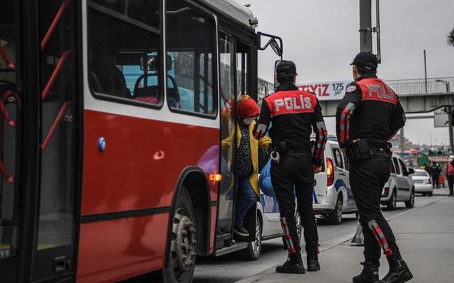 Châu Âu phóng thích 122.000 tù nhân để ngăn Covid-19 lây lan
