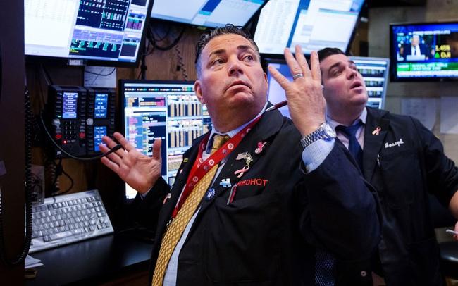 Đón nhận thông tin tiêu cực về thị trường lao động, Dow Jones có lúc mất gần 300 điểm