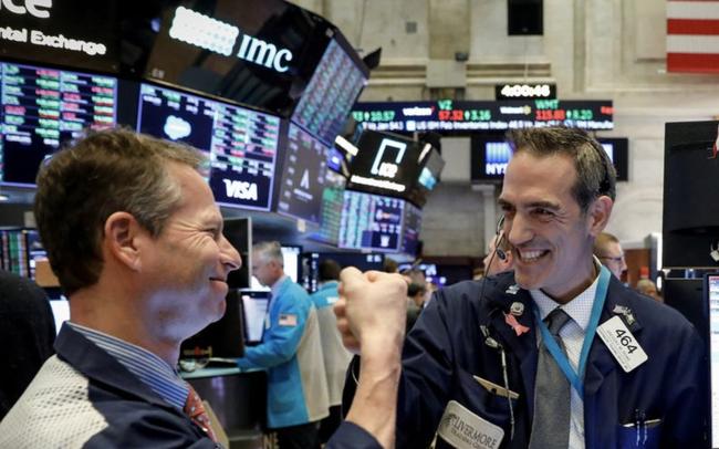 Cổ phiếu Apple lập đỉnh mới, Phố Wall chuẩn bị ghi nhận tuần tăng điểm thứ 4 liên tiếp