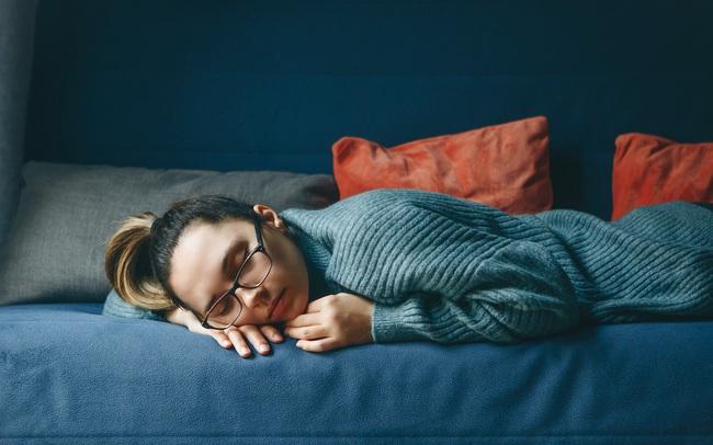 Chất lượng giấc ngủ sau tuổi 35 thay đổi do nội tiết tố và cách giải quyết: Thay đổi lối sống bắt kịp nhịp sinh học của cơ thể