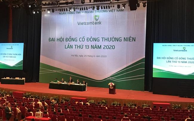 """""""Ông lớn"""" Vietcombank lo nợ xấu tăng mạnh"""