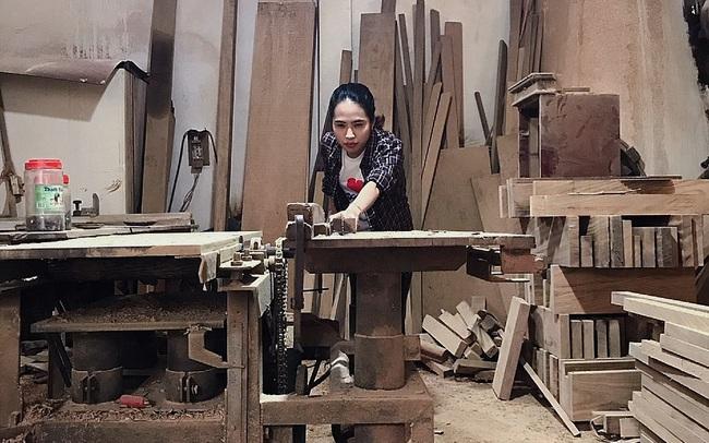 Chuyện nàng cựu sinh viên kiến trúc lương tháng 30 triệu đùng cái bỏ việc về quê làm thợ mộc, khởi nghiệp từ góc chuồng gà