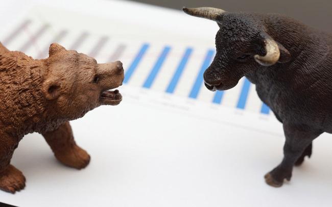 """KIS: """"Định giá thị trường có phần đắt đỏ, VN-Index có thể gặp áp lực bán mạnh tại vùng 900 điểm"""""""