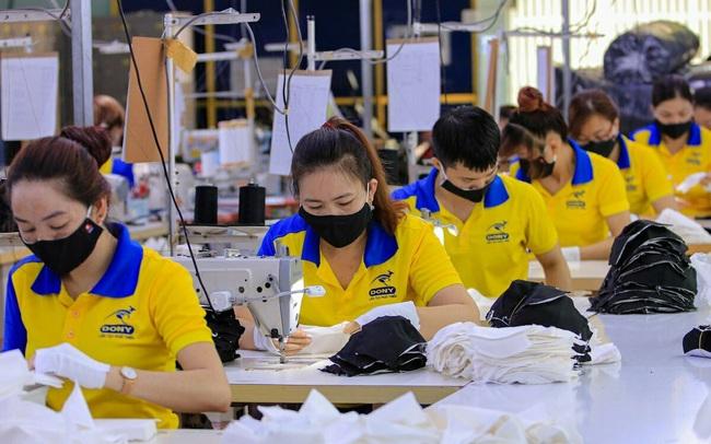 """Tại sao nhiều nhà sản xuất dù """"kiếm bộn"""" nhờ bán khẩu trang mùa dịch lại khó có thể xuất khẩu sang các thị trường lớn?"""