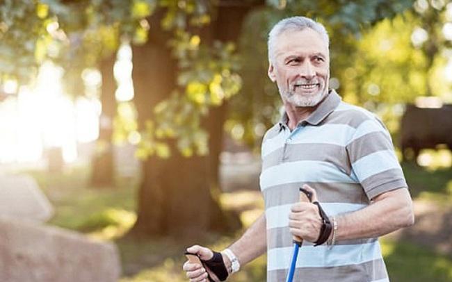 Bước sang tuổi 50, bạn cần những thói quen và chế độ sống mới: 5 quan niệm sai lầm tưởng là tốt nhưng lại hại sức khỏe tuổi trung niên