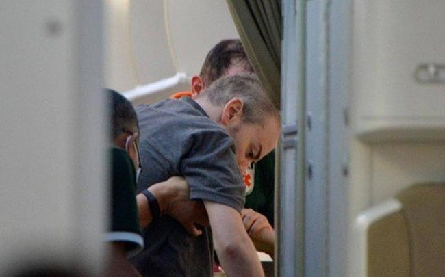 """Hình ảnh phi công người Anh trên """"siêu"""" máy bay rời Việt Nam về nước"""