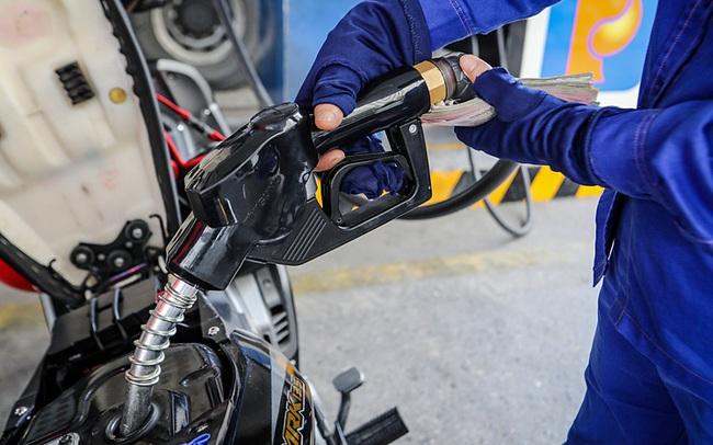 Tăng mức chi Quỹ bình ổn, giá xăng được giữ ổn định