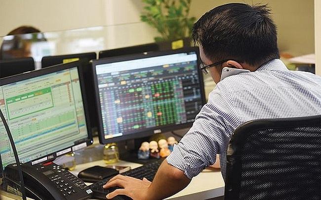 """Sau 20 năm hoạt động, quy mô Công ty chứng khoán tăng trưởng vượt bậc, nhưng giá cổ phiếu gần như """"bất động"""""""