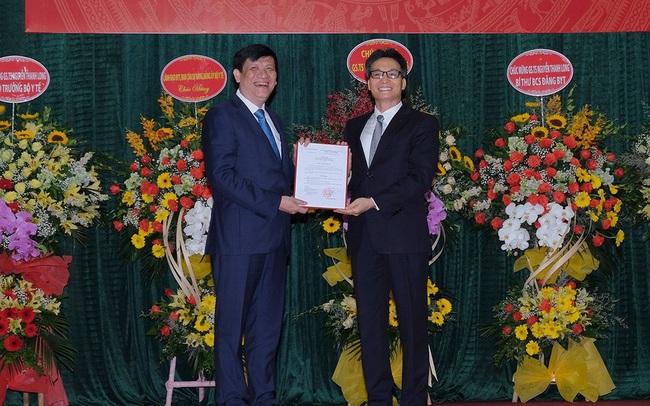 Trao quyết định bổ nhiệm Quyền Bộ trưởng Bộ Y tế cho GS.TS Nguyễn Thanh Long