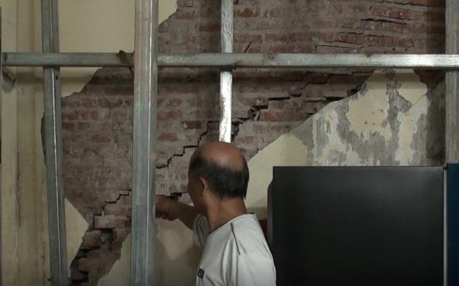 Hà Nội: Dân phố cổ đứng ngồi không yên trong ngôi nhà nứt toác, siêu vẹo, có thể đổ sập bất cứ lúc nào