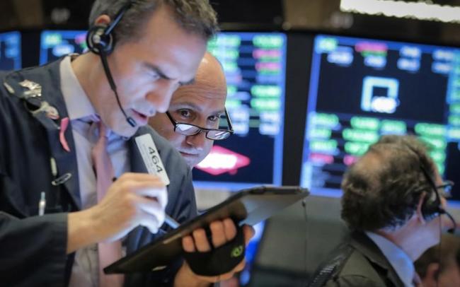Phố Wall vẫn khởi sắc dù cổ phiếu công nghệ 'hụt hơi', Dow Jones bứt phá hơn 500 điểm, tăng 3 phiên liên tiếp