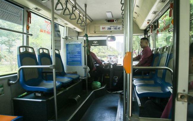 """Xe buýt """"ế khách"""" trong những ngày Hà Nội nắng nóng gay gắt"""