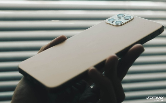 """Cảnh giác với """"iPhone 12 Pro Max"""" hàng nhái chạy Android, giá 2.5 triệu đồng tại Việt Nam"""