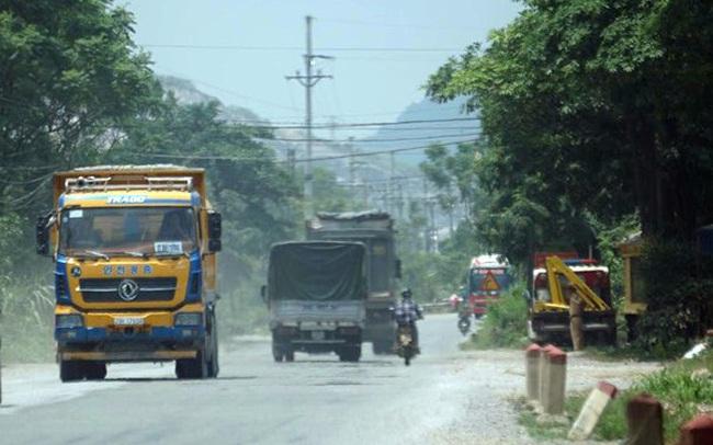 Hàng loạt xe tải 'hổ vồ' vượt chốt CSGT vùng ven phía Tây Hà Nội
