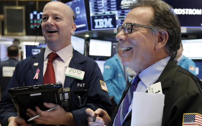 Nasdaq tăng 2%, dẫn đầu bởi đà bứt phá của Amazon, S&P 500 ghi nhận sự khởi sắc trong năm nay