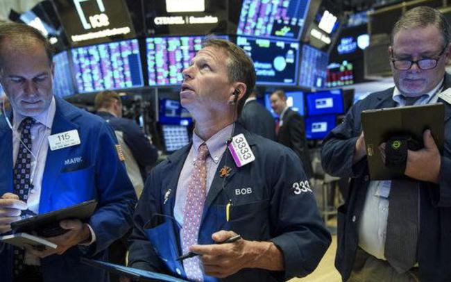 Dow Jones tăng hơn 150 điểm, Phố Wall trái chiều khi nhà đầu tư rút tiền khỏi cổ phiếu công nghệ