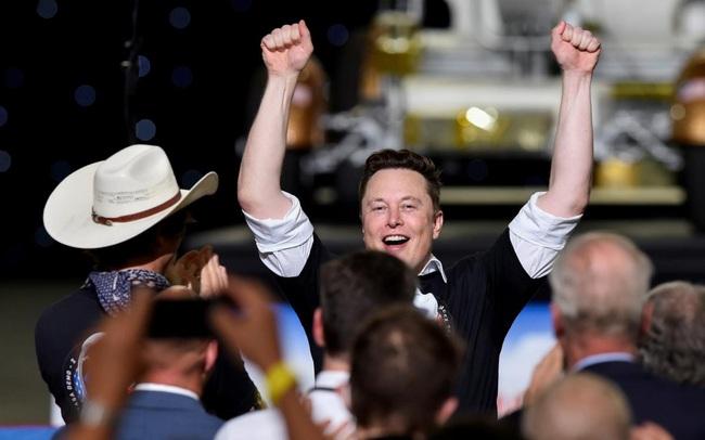 Tesla chinh phục cột mốc mới, Elon Musk tiến thêm 1 bước đến phần thưởng hơn 50 tỷ USD