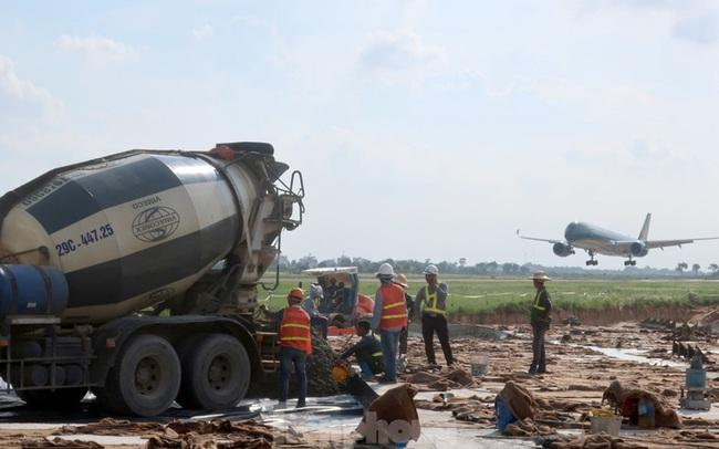 Sửa 2 sân bay, chậm hủy chuyến bay tăng mạnh