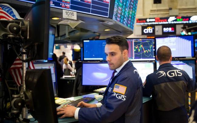 Cổ phiếu công nghệ bị bán tháo ngày càng mạnh, Dow Jones mất hơn 300 điểm