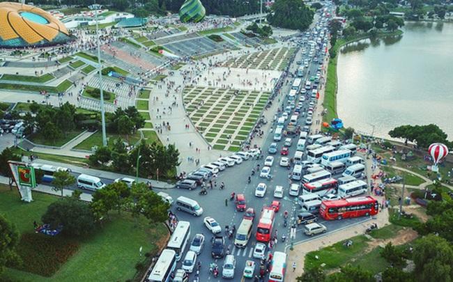 [Ảnh] Kẹt xe, ùn tắc khắp nơi ở Đà Lạt dịp cuối tuần