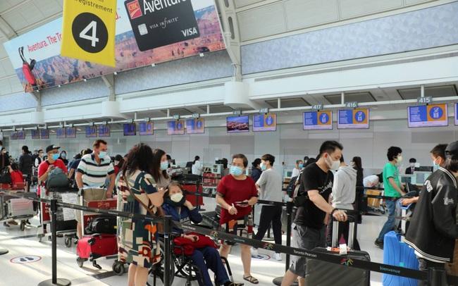 Hơn 340 công dân Việt Nam từ Canada về nước an toàn