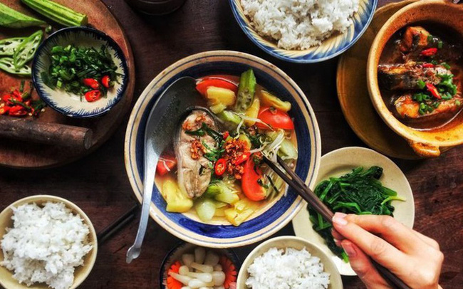 """Bữa tối sai lầm là """"kẻ thù"""" của sức khỏe: Áp dụng 4 nguyên tắc ăn uống cân bằng, đủ chất, giảm bớt gánh nặng cho cơ thể"""