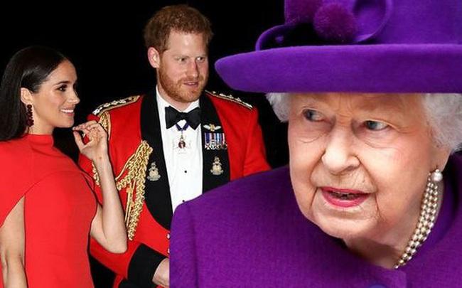 Chủ động gọi điện quan tâm nhà Sussex, Nữ hoàng Anh lại bị ngó lơ, nhờ đó mà phát hiện ra kế hoạch rời đi của vợ chồng cháu trai