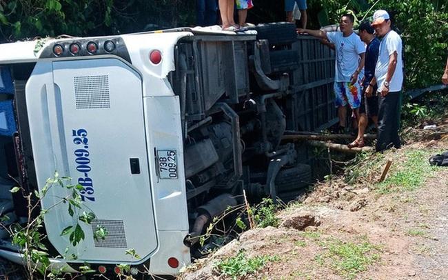 Tai nạn xe khách thảm khốc ở Quảng Bình: Các nạn nhân là cựu học sinh đi họp lớp, số người chết tăng lên 13
