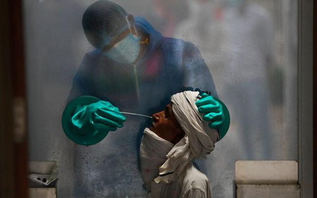 Ai mới là người hùng thực sự trong cuộc đua vắc xin Covid-19 toàn cầu?