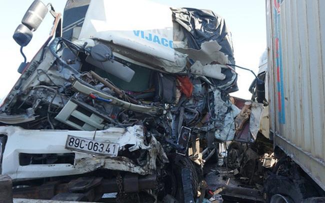 Xe tải đối đầu với xe container trên quốc lộ khiến 1 người chết, 2 người bị thương