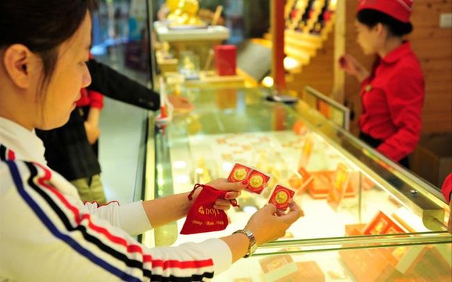 Giá vàng liên tục lập 'đỉnh', người mua vẫn thờ ơ