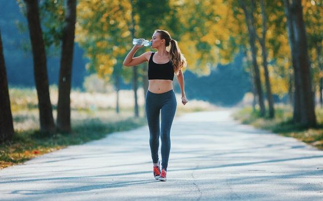 Tư thế và tốc độ đi bộ của 1 người sẽ phản ánh trực tiếp tình trạng sức khỏe: Có những vấn đề mà chính bạn không hề nhận ra!