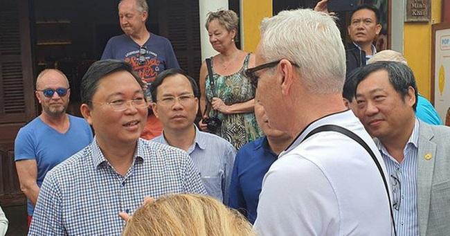 Chủ tịch tỉnh nói tiếng Anh lưu loát với khách Tây, khẳng định: 'Quảng Nam chưa ghi nhận ca bệnh nào nhiễm Covid 19'