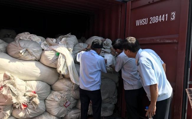 Ba container hàng Trung Quốc giả mạo nhãn mác Việt Nam để xuất sang Mỹ