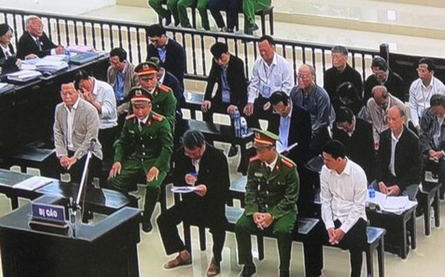 """Cựu Phó Chánh Văn phòng Đà Nẵng khóc nghẹn lời nói sợ không qua khỏi trong tù  Cựu Phó Chánh Văn phòng Đà Nẵng khóc nghẹn lời nói """"sợ không qua khỏi trong tù"""" photo1578457240933 1578457241372 crop 1578457252701357421583"""