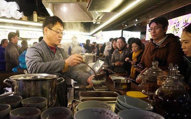 """Trung Quốc """"rúng động"""", không thể tin nổi tỉnh 80 triệu dân tuyên bố có... 17 người nghèo"""