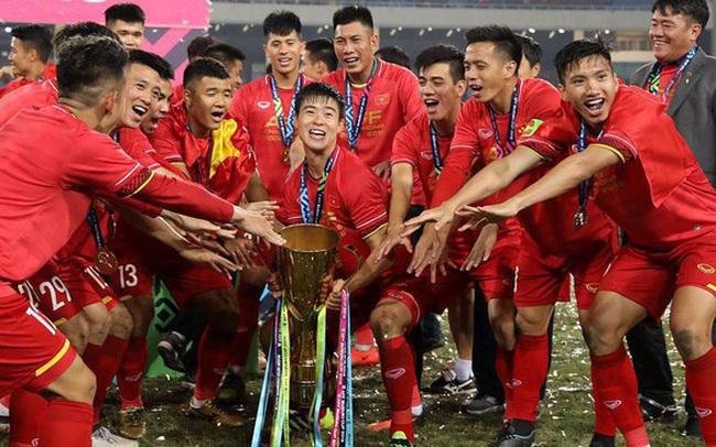 """Lần đầu tiên tìm hiểu và biết """"Việt Nam là nấm mồ của các HLV nước ngoài"""", thầy Park vẫn ký hợp đồng: May mắn chỉ mỉm cười với những người thực sự nỗ lực!"""