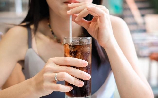 """4 loại đồ uống gây bệnh mãn tính trẻ em nào cũng thích, nguy hiểm đến nỗi bác sĩ nhi khoa phải liệt vào """"danh sách đen"""""""