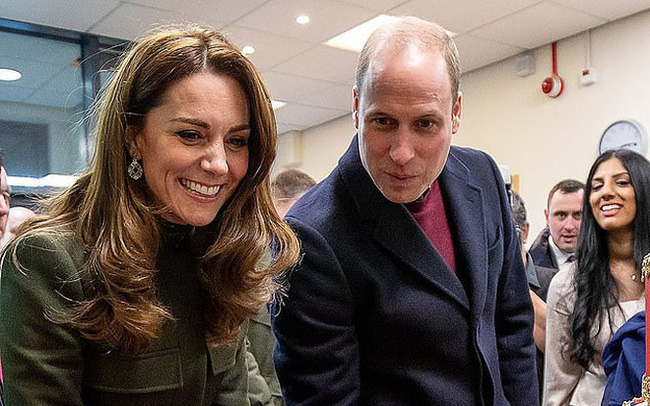 Khoảnh khắc Hoàng tử William không nhận ra ảnh mình lúc nhỏ mà tưởng nhầm là con gái khiến ai cũng phải phì cười