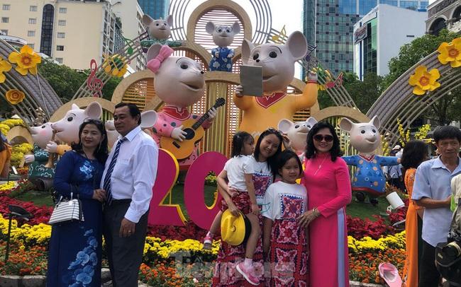 Vì sao tiểu cảnh ở phố đi bộ Nguyễn Huệ tả tơi